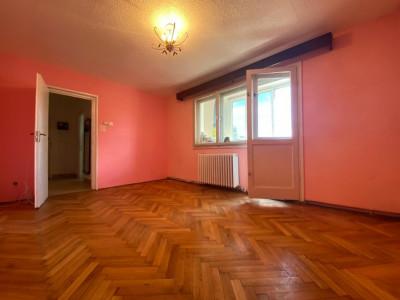 Pont de investitie! Apartament cu 4 camere in Manastur, Piata Flora!