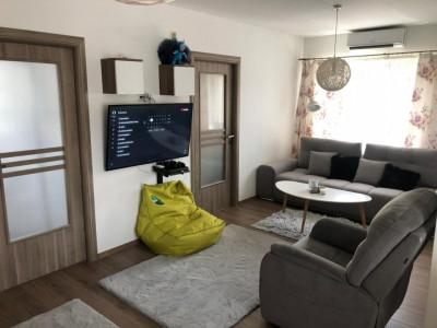 Apartament cu 3 camere si terasa!