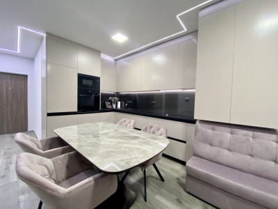 Apartament ultrafinisat cu 2 dormitoare, in bloc nou !