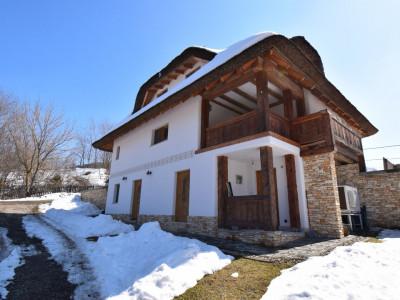 Casa deosebita de 180 mp cu sauna in Salicea