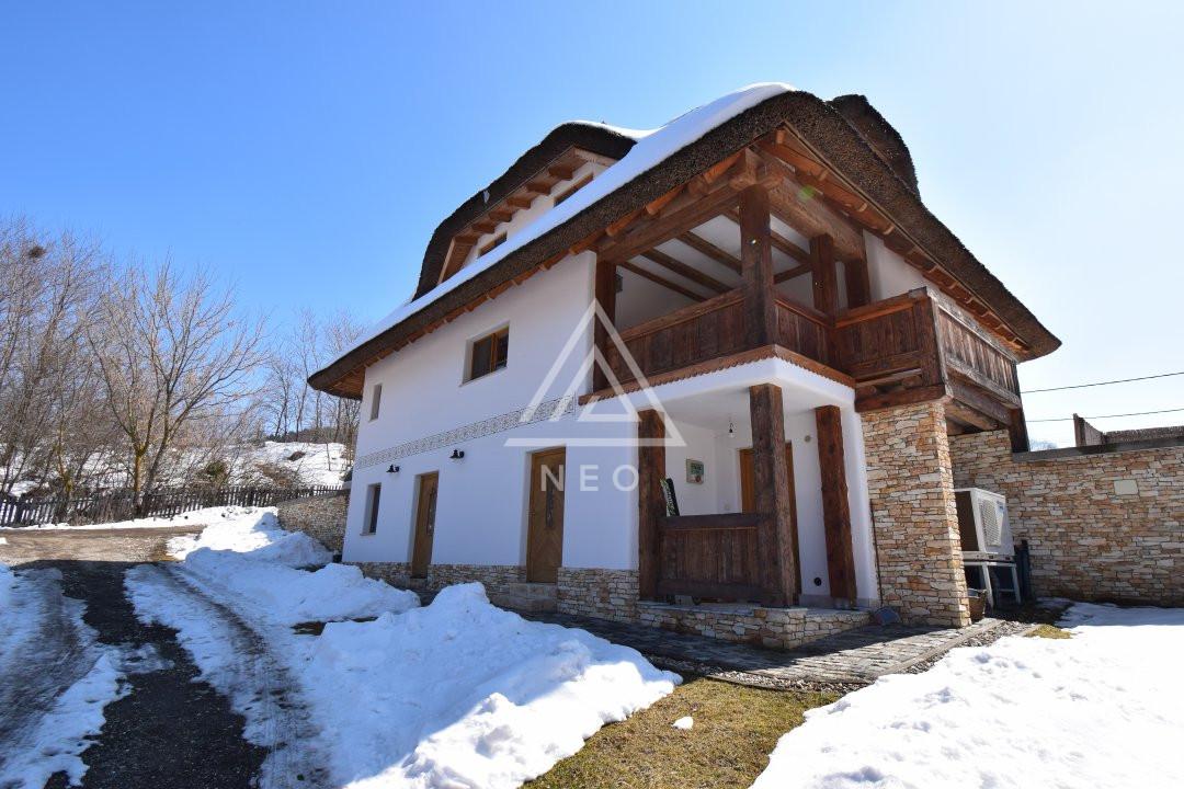 Casa deosebita de 180 mp cu sauna in Salicea 1